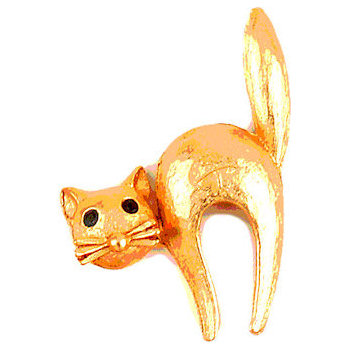 For all cat lovers a beautifully sculpted feline figure on the lapel pin